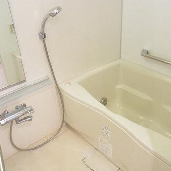 お風呂もグレード高めのタイプ※写真は4階の同間取り別部屋のものです