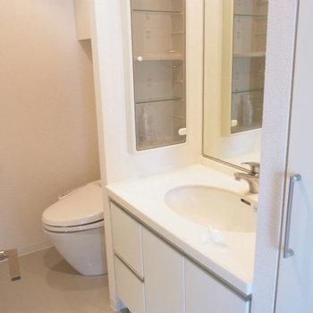 洗面所は広々としています※写真は4階の同間取り別部屋のものです