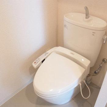温水洗浄付です※写真は4階の同間取り別部屋のものです