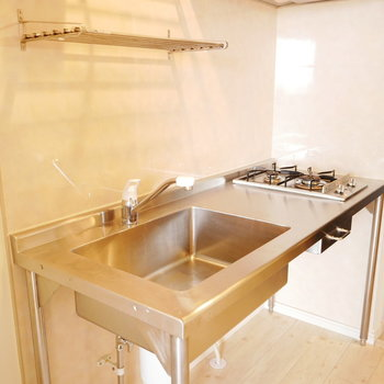 スタイリッシュなキッチン (※写真は6階同間取り別部屋のものです)