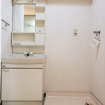 水回りは脱衣所にまとまっています。(※写真は清掃前の写真です。)