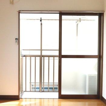大きな窓からは涼しい風も入ります
