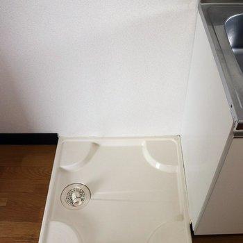 キッチン隣の洗濯機置場