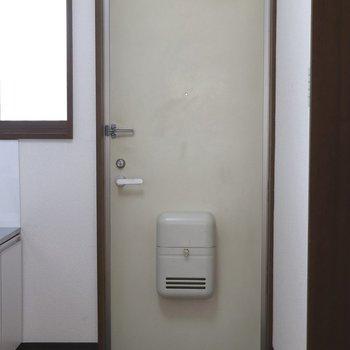 ポストボックス付きの玄関
