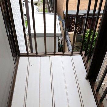 バルコニーの床は強化樹脂
