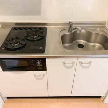 しっかり自炊ができるキッチン。お魚も焼けるよ。
