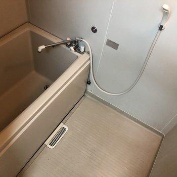 お風呂場も十分な広さです ※写真は通電前のものです。