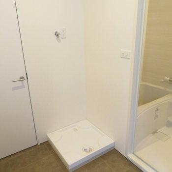 お風呂横に洗濯機置き場