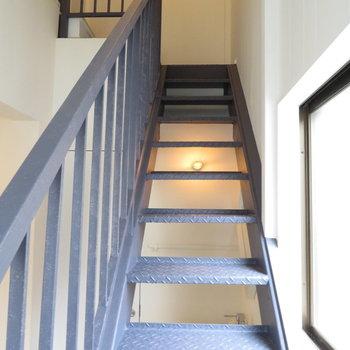 階段を上った先には