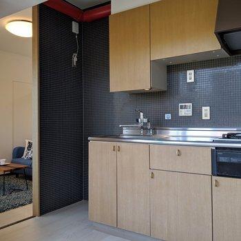 ブラックのタイルがカッコイイのだ。※写真は4階の反転間取り別部屋、モデルルームのものです