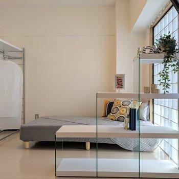 モダンな雰囲気に合う家具置いちゃったり~♪※写真は4階の反転間取り別部屋、モデルルームのものです