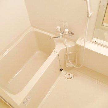 お風呂は普通サイズ◎ゆっくりお湯に浸かれそうです