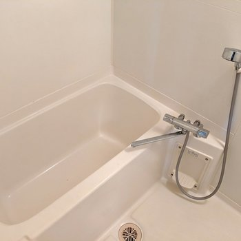 サーモ水栓は使いやすくて嬉しい。※写真は4階の反転間取り別部屋、モデルルームのものです