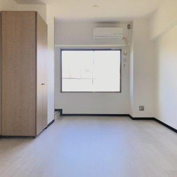 シンプルモダンなインテリアでまとめたい♪※写真は4階の反転間取り別部屋、モデルルームのものです