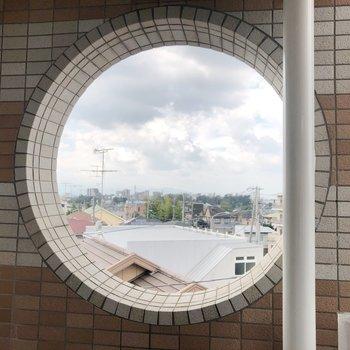 覗き壁からみる世界