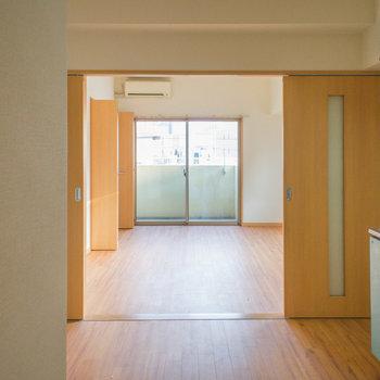 ドーンと玄関側から見たお部屋※写真は4階の同間取り別部屋のものです
