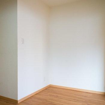 テーブルセットを置くのも良しです。※写真は4階の同間取り別部屋のものです