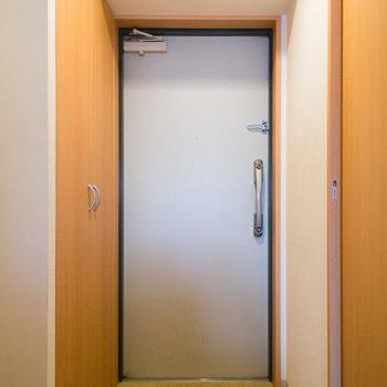 鍵は上下2ヶ所付き※写真は4階の同間取り別部屋のものです