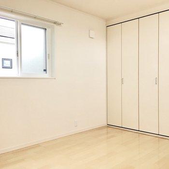 洋室③】収納も大きめでお部屋もスッキリ。