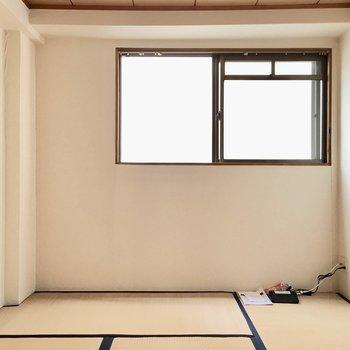 次は和室へ。ここにも窓がありました◎