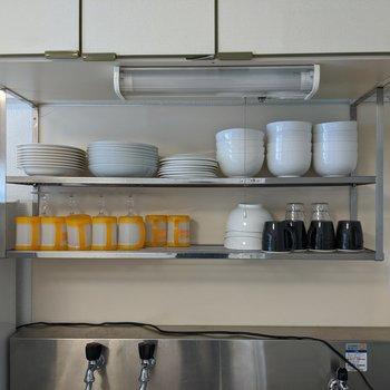 大量の食器を乾かすことができる棚がしっかりとあります。