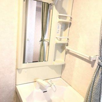 綺麗な独立洗面台※写真は同間取り別部屋