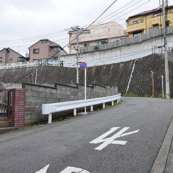 かなり坂が厳しい街です。