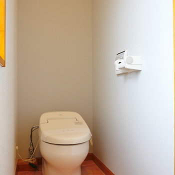 タンクレストイレ。