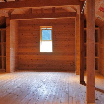 屋根裏部屋みたいなロフトスペースに。