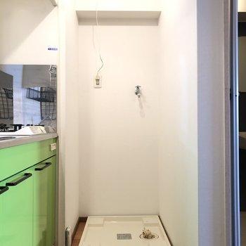 洗濯機置き場はキッチン横(※写真は清掃前のものです)