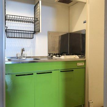 ビビットなキッチン(※写真は清掃前のものです)