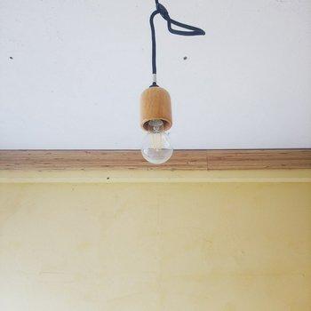 豆電球の照明が可愛らしいです。