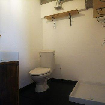 脱衣所に洗濯機置場があるのが助かります◎