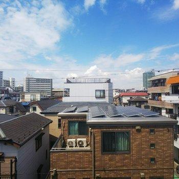晴れの日はこんなに気持ち良い窓からの眺めです。