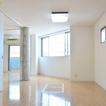 扉を開閉して自由自在に部屋の広さを変えられます