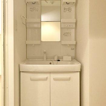 独立洗面台あります◎(※写真は清掃前のものです)