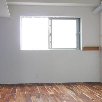 洋室です。 ※写真はクリーニング前のものです