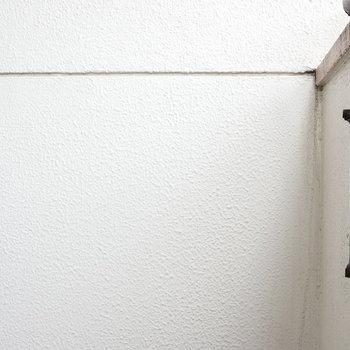 折れてます…物干しは共用屋上でどうぞ。 ※写真はクリーニング前のものです