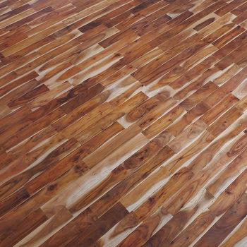無垢床の材はアカシア。表情がいい。 ※写真はクリーニング前のものです