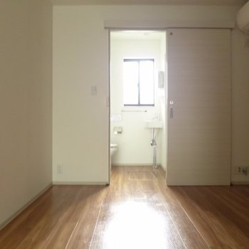陽当りは意外と良いです!※写真は1階の反転間取り別部屋のものです