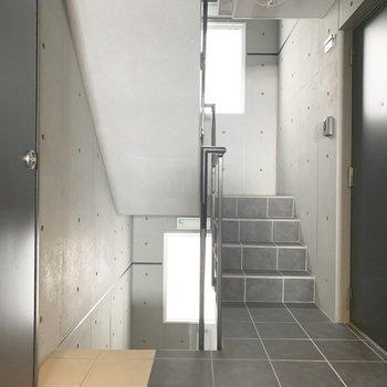 共用階段の間際のお部屋。