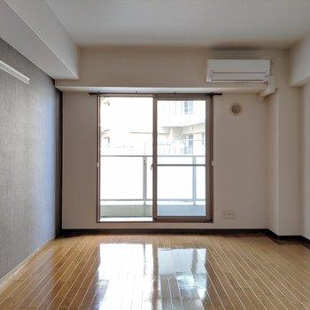 ワックスがきれいに塗られたうるうるの床がきれいでした。