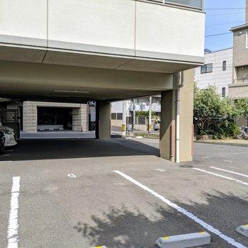駐車場も広々駐めやすそう。