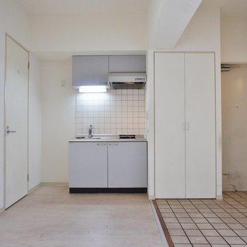 キッチン周りもゆったりと※写真は3階の反転間取り別部屋のものです