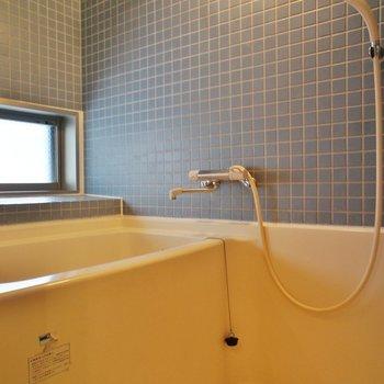 お風呂のタイルが素敵!※写真は3階の反転間取り別部屋のものです