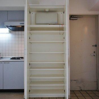 こっちはシューズボックス※写真は3階の反転間取り別部屋のものです