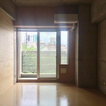 ブラインドカーテンがついています!※写真は3階の同間取り別部屋のものです