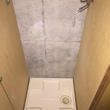 玄関近くの洗濯機置場は、扉で隠せます。※写真は3階の同間取り別部屋のものです