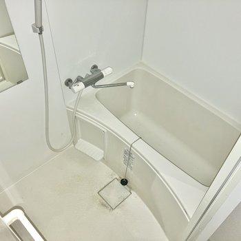お風呂はサーモ水栓で扱いやすいね。(※写真は清掃前のものです)