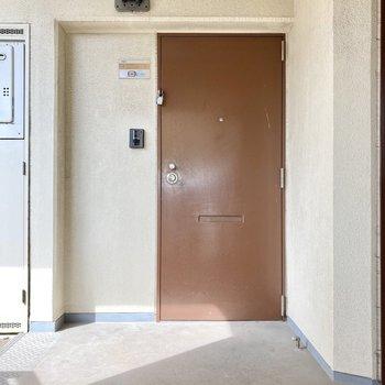 エレベーターでてすぐのお部屋です。